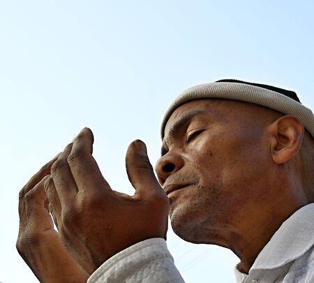Muslim man praying stock photo Imagens