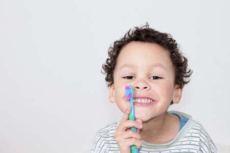 little boy brushing his teeth with an electric tooth brush stock image with white background stock photo 版權商用圖片