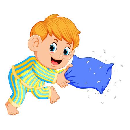 ein Junge, der Kissen spielt