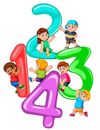 Kinder spielen mit großen Nummern eins bis vier
