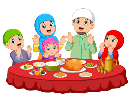 A happy family are praying for eat the food on the ied mubarak Vectores