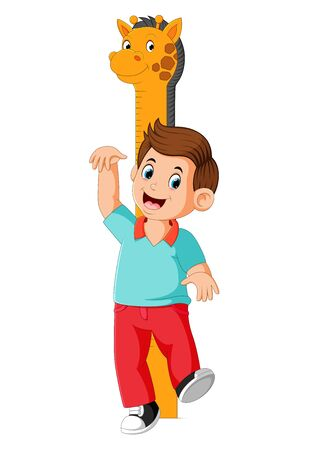 the boy is measuring with body on the giraffe measure height Stockfoto