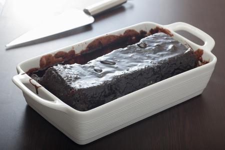 Schließen Sie von einem hausgemachten Schokoladenkuchen nach oben Standard-Bild - 43355048