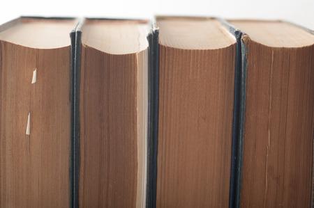 Close up einer Gruppe von alten Bücher zusammen angehäuft Standard-Bild - 43355051
