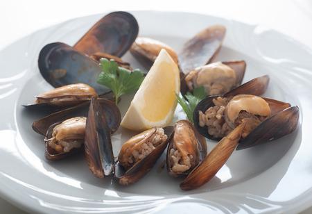 Close up of a plate of Turkish style stuffed musseld called midye dolma