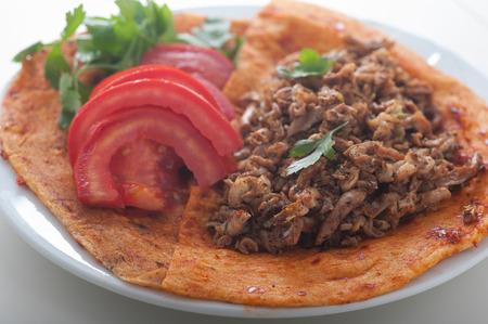 Nahaufnahme von türkischen Spezialität Kokorec, ein Favorit für die Zeit nach Abenden trinken Standard-Bild - 43855789