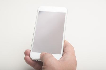 Nahaufnahme von einem Mann mit einem Smartphone Standard-Bild - 49986826
