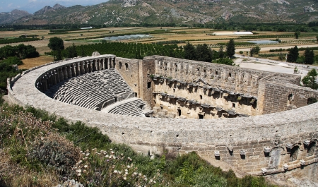 Open oude cirkel theater Aspendos in Antalya, archeologie achtergrond. Gebouwd door Griekenland architect Eenon in de tijd van Mark Aurelius