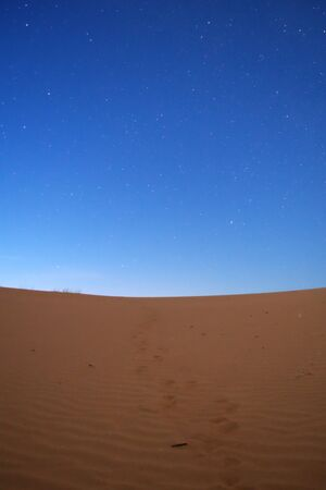 Nightfall on the desert. The first stars can be seen in the deep blue sky. 스톡 콘텐츠