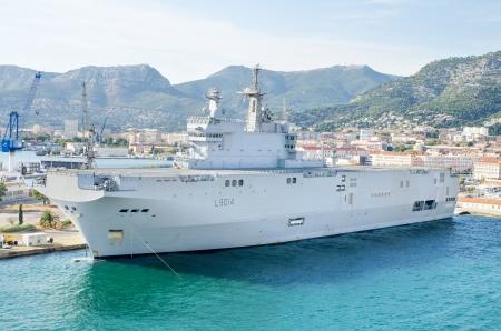 radar gun: Buque de guerra de la marina de guerra franc�s en la bah�a del mar mediterr�neo de Toulon, Francia