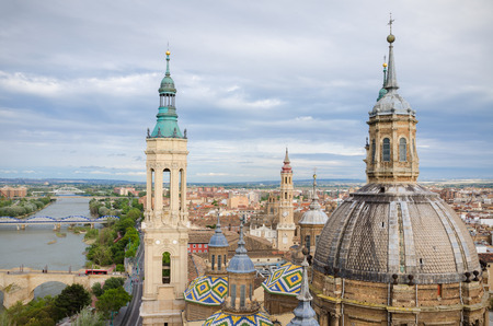 Aerial view of Zaragoza cityscape, Top view of the domes and roof tiles from the tower of Cathedral-Basilica of Our Lady of the Pillar, Zaragoza, province Aragon, Spain 스톡 콘텐츠