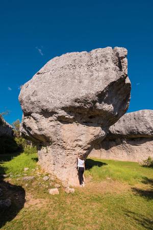 La Ciudad encantada. The enchanted city natural park, group of crapicious forms limestone rocks in Cuenca, Spain. 스톡 콘텐츠 - 104539364