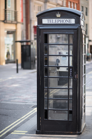 black British telephone box in London, United Kingdom. Banque d'images