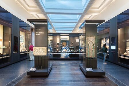 London, United Kingdom - May 13, 2019: The British Museum, London. Islamic art exhibition, archeological artifacts, visitors and tourists admiring the exhibition. 에디토리얼
