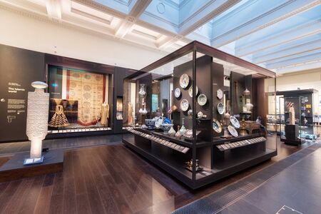 London, United Kingdom - May 13, 2019: The British Museum, London. Islamic art exhibition, archeological artifacts, visitors and tourists admiring the exhibition. 스톡 콘텐츠 - 132988392