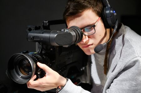 Cameraman using professional digital video camera. Foto de archivo