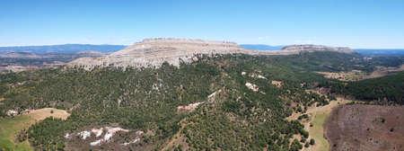 Aerial view of mountainous landscape in Santo Domingo de Silos, Burgos, Castilla y Leon, Spain. 免版税图像