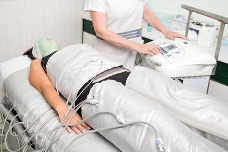 Pressure therapy in cosmetic salon