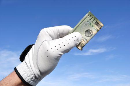 ゴルファーのゴルフ グローブ 20 ドル札を保持している身に着けています。
