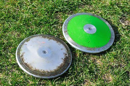 Zilver en groen Discus op de grond Stockfoto