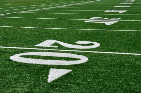 20 ヤード ラインでアメリカのサッカーのフィールドにコピー スペース 写真素材