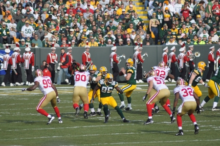 GREEN BAY, WI - NOVEMBER 22 : Green Bay Packers quarterback Aaron Rodgers drops back to pass in a game at Lambeau Field against the San Francisco 49ers on November 22, 2009 in Green Bay, WI Stock Photo - 7223628