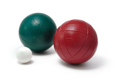 赤と緑ボッチェ ボールと白で隔離される Pallino ジャック (Boccino)