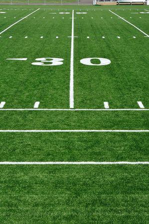 campo di calcio: 30 Yard Line sul campo di Football americano e Sideline  Archivio Fotografico