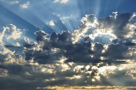 青い空と雲の切れ間から太陽光線 写真素材