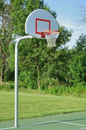 屋外のバスケット ボールのフープ 写真素材