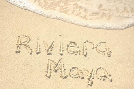 riviera maya: La frase Riviera Maya, escrita en la arena en una playa Foto de archivo