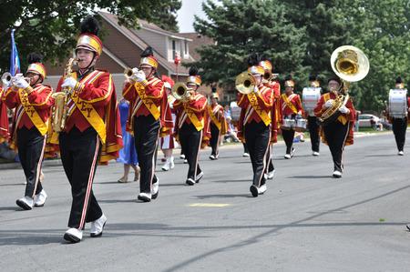 2010 年 6 月 26 日アセオ、ミネソタ州のアセオ行進バンド フェスティバル実行アセオ, ミネソタ - 6 月 26 日: ヘンリー ・ シブリー高校マーチング バン
