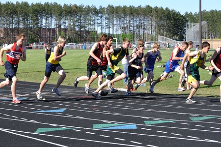 NORTH BRANCH, MN - May 27: Unidentified Teen Boys Starting a Long Distance High School Track Meet Race on May 27, 2010 in North Branch, Minnesota. 報道画像