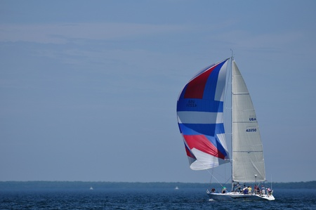 BAYFIELD, WI - July 4: Sailboat Sailing in Annual Bayfield Race Week Competition on Lake Superior on July 4, 2011 near Bayfield, Wisconsin Reklamní fotografie - 10006884