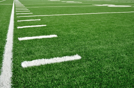 campo di calcio: Linea laterale su un campo di football americano con Hash marchi