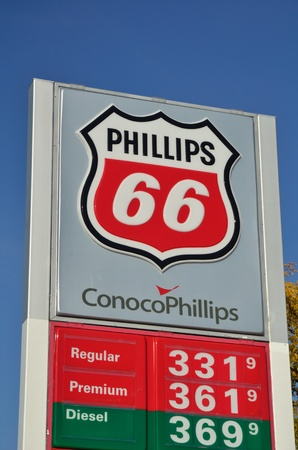 DE FOREST, WI - OCTOBER 8: Phillips 66 Gasoline Station Sign with Gas Prices Against a Clear Blue Sky on October 8, 2011 in De Forest, WI Sajtókép