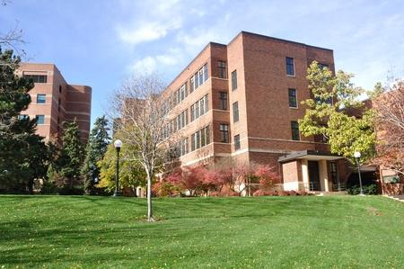 escuela edificio: Sobre la base de ladrillo de la Universidad de Minnesota, St. Paul Campus Editorial