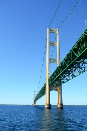 Uitzicht Vanaf Onder de Mackinac Bridge in Michigan Stockfoto