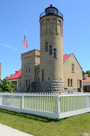 lake michigan lighthouse: Antiguo faro de la punta de Mackinac en Mackinaw City Michigan en el lago Huron