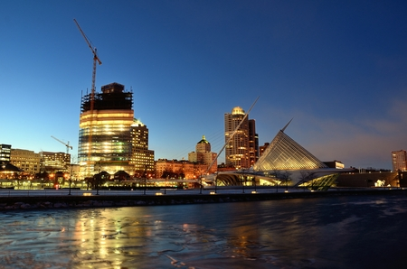 art museum: MILWAUKEE, WI - FEBRUARY 12 2016: Milwaukee Lakefront Skyline at Twilight with Northwestern Mutual Tower Under Construction Editorial