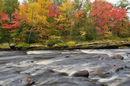 秋の色に沿って、やかんの川砂岩、ミネソタ州の近くでバニング州立公園 写真素材