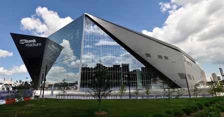 bank of america: MINNEAPOLIS, MN, USA - JULY 15 2016: Minnesota Vikings US Bank Stadium in Minneapolis on a Sunny Day