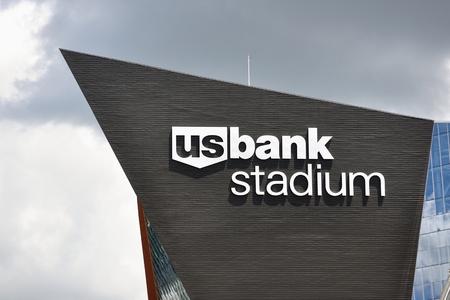 晴れた日にミネアポリスのミネアポリス、ミネソタ、アメリカ合衆国 - 2016 年 7 月 15 日: ミネソタ バイキング米国バンク ・ スタジアム