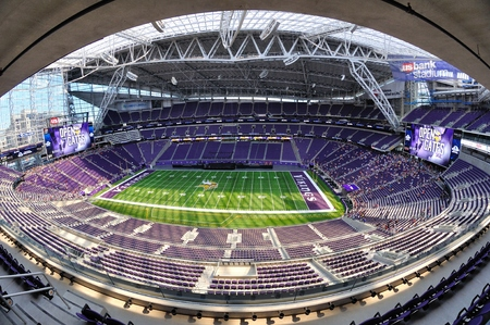 MINNEAPOLIS, MN, USA - 24 juli 2016: De Mening van Fisheye van de Minnesota Vikings US Bank Stadium in Minneapolis op een zonnige dag Redactioneel
