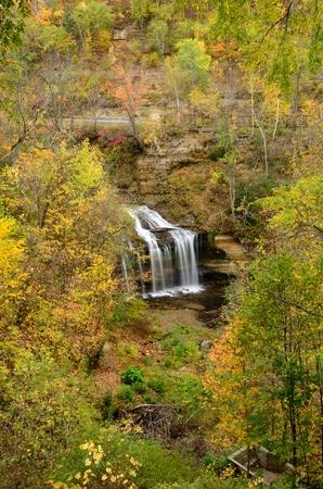 オセオラ、ウィスコンシン州のカスケード滝の秋