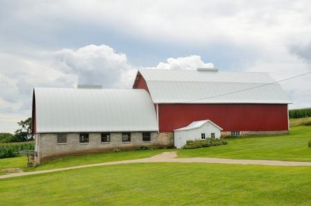 アメリカの田舎で酪農家で赤い納屋