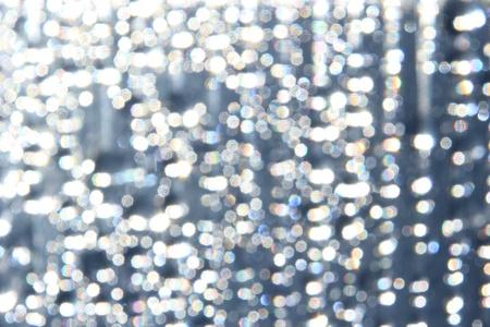 round glasses: Gotas de agua sobre la ventana
