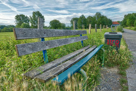 Bench and hiking trail by the Rhine near Duesseldorf Kaiserswerth Stok Fotoğraf - 152327017