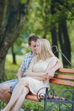 belles jambes: couple amoureux