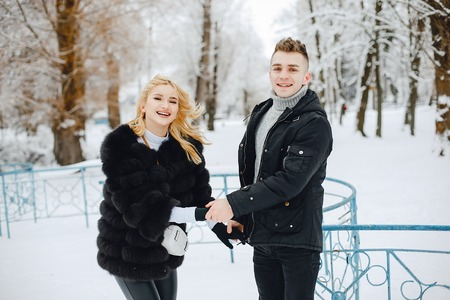 Stylish young couple in winter park happy and joyful Imagens - 115301301